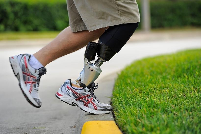 Современный протез ноги