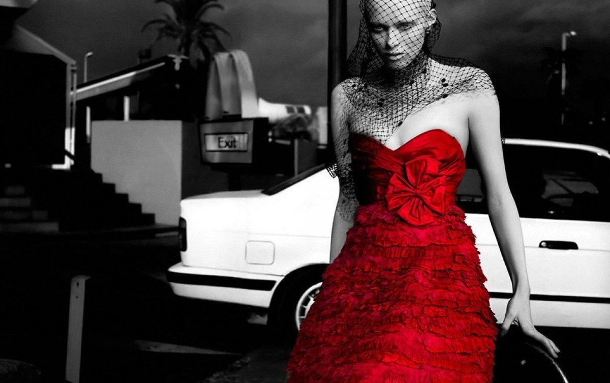 фото в черно бело красном цвете представлены все ритуальные
