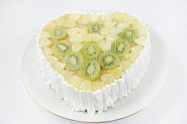 Проверенный рецепт приготовления вкусного бисквитного торта с фруктами, шаг за шагом с фотографиями.