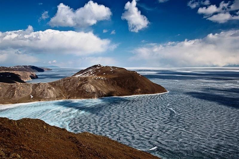 Несмотря на то, что Байкал — это озеро, здесь бывают сильные штормы. Высота волн может достигать 4-5 метров.