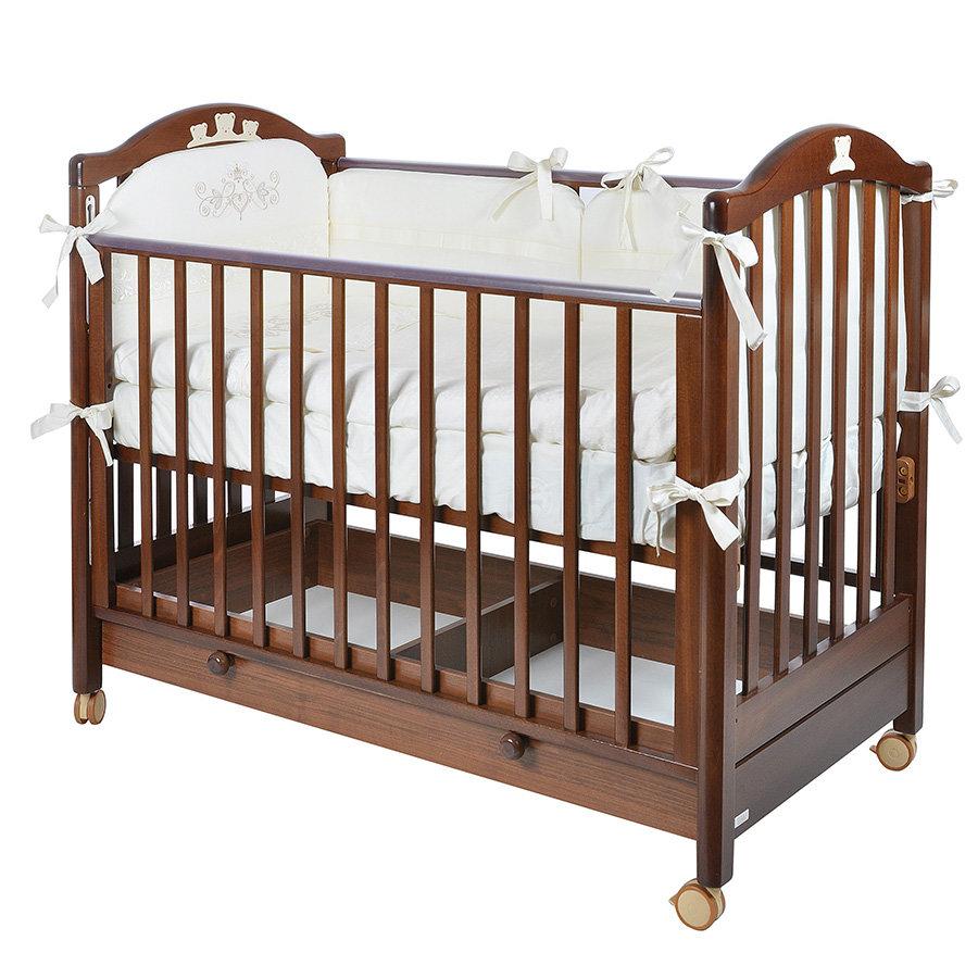 Благодаря передней подвижной боковине вы получите быстрый доступ к ребенку без лишних хлопот.
