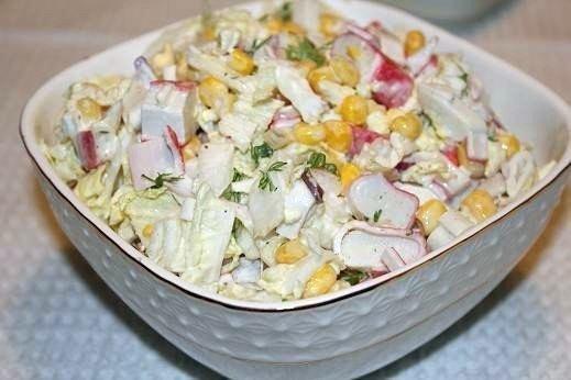 салат с крабовых палочек и капусты пекинской