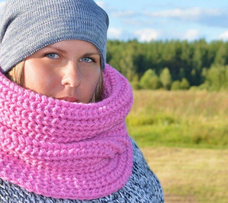 Снуд - модный аксессуар, который выполняет роль шарфа