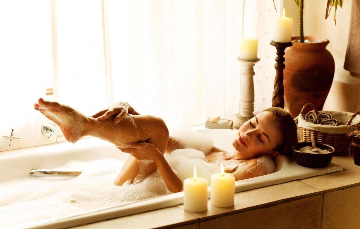 достигшим видео как женщина принимает ванну москве парню или