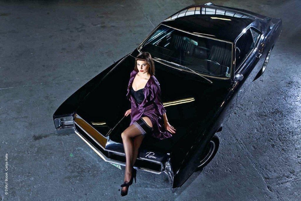 фото вылезающий из машины американской актрисы слишком