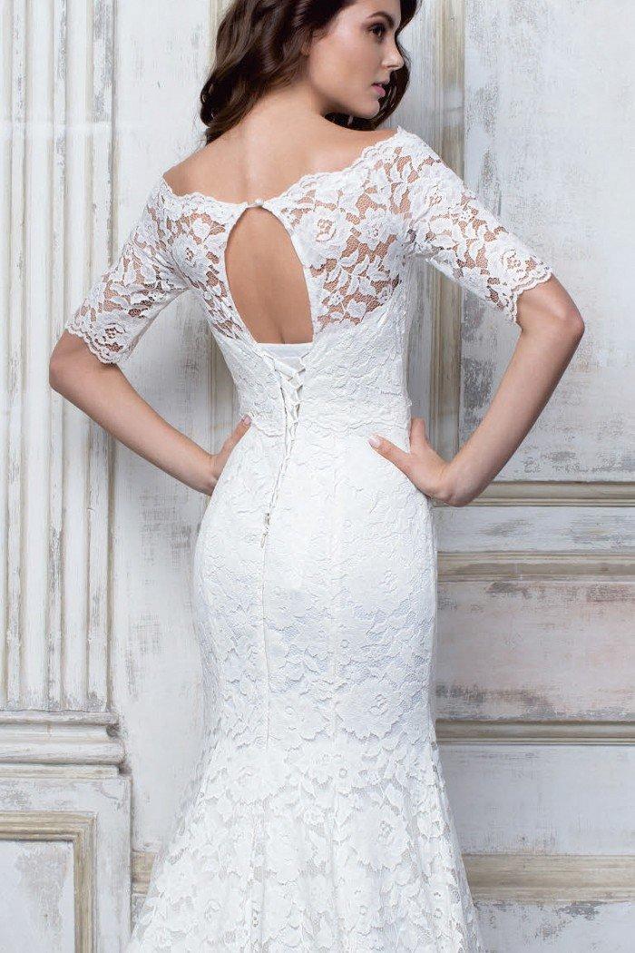 кружевное силуэтное свадебное платье фото классической масляной техники
