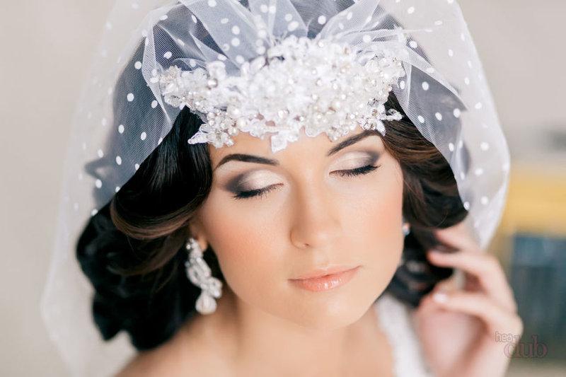 Макияж для невесты с тёмными волосами.