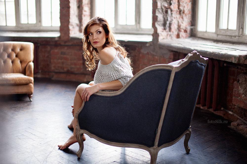 красивые позы для фото на кресле вам