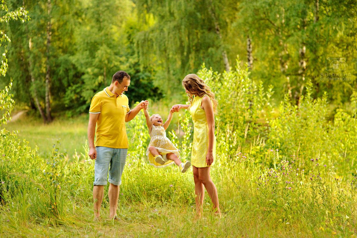 Фото семьи на природе летом без лица
