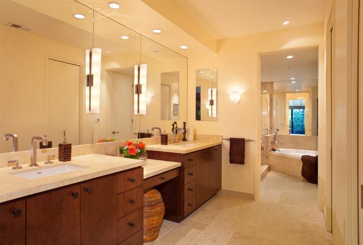 Правильно подобранное освещение в ванной комнате поможет сделать интерьер более уютным и теплым.