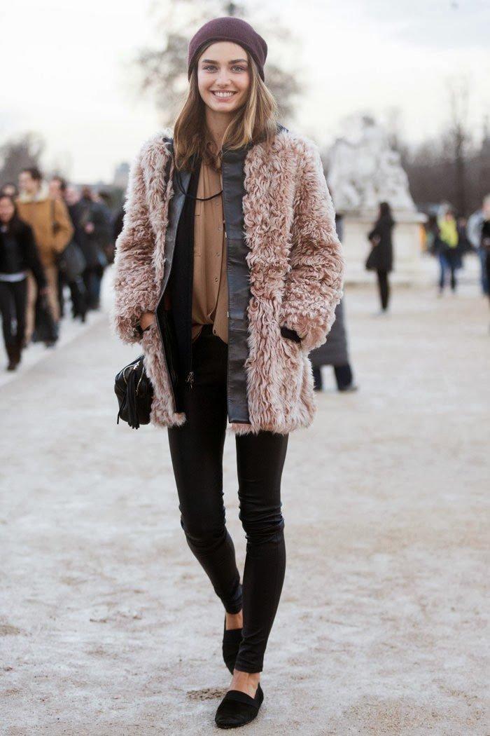 """Пальто розового цвета """"травка"""" с шапкой цвета бордо."""