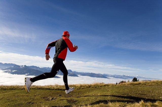 Дышать во время пробежки желательно носом, так как воздух так прогревается более эффективно.