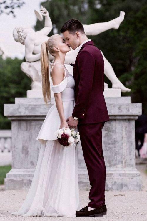 свадебные фото жених в белом использовать огороде ракушку