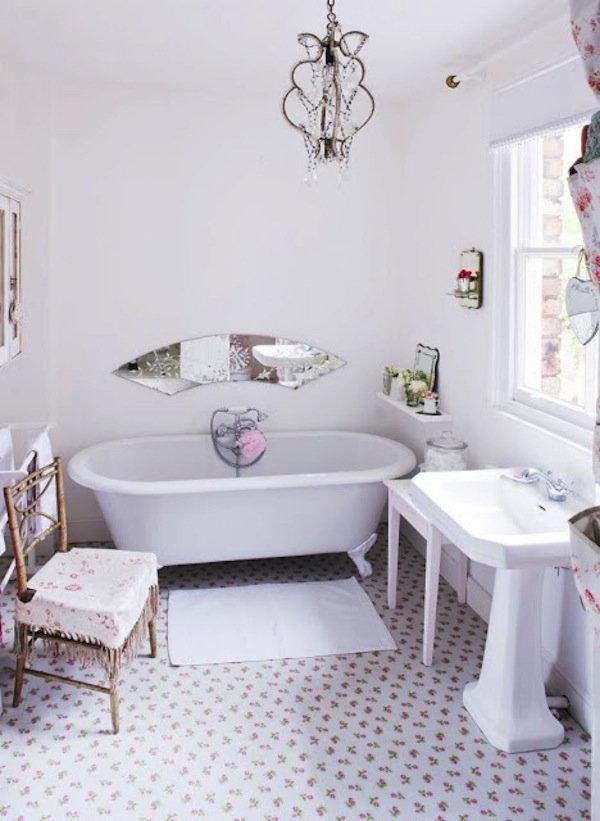 Простота и лаконичность стиля шебби шик в ванной