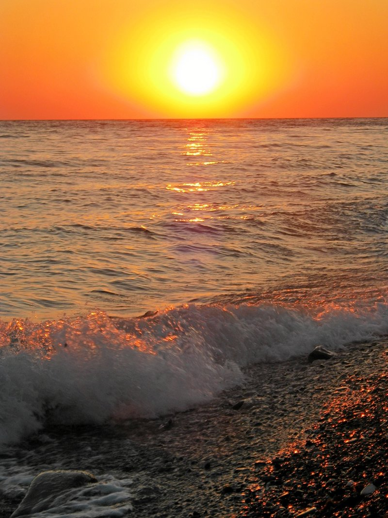 Мое любимое фото Черного моря! Цвета поражают! Ах, какой был закат, какие волны.......... Почти месяц путешествия по черноморскому побережью: раз , два , три , четыре , пять , вышел зайчик погулять !