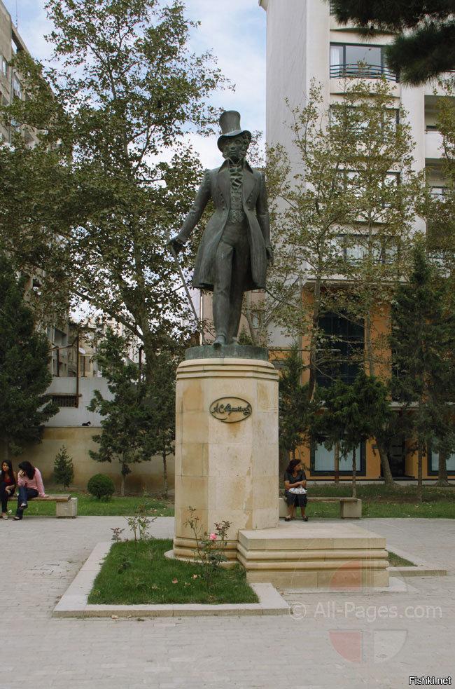 памятник пушкину в баку фото наше