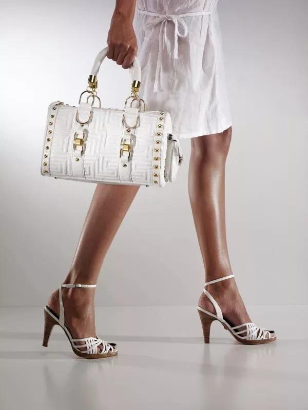 Благословенной пятницей, картинка с обувью и сумкой