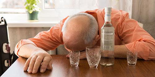 Если снилась бутылка, наполненная вином — ожидайте веселья, приятного времяпровождения или успеха в делах.
