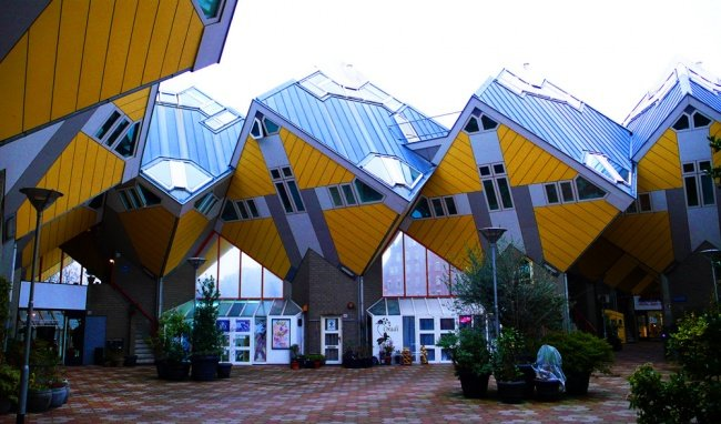Кубические дома (Роттердам, Нидерланды, архитектор Пит Блом).