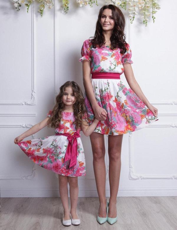 Картинка мама и дочь в одинаковой одежде