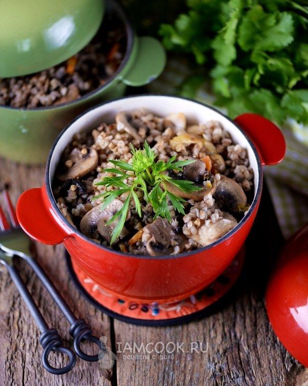 Гречка с грибами в горшочке в духовке