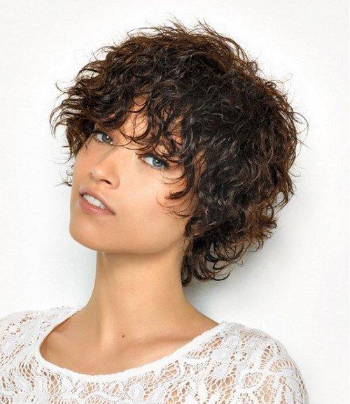 Модные стрижки на короткие кудрявые волосы