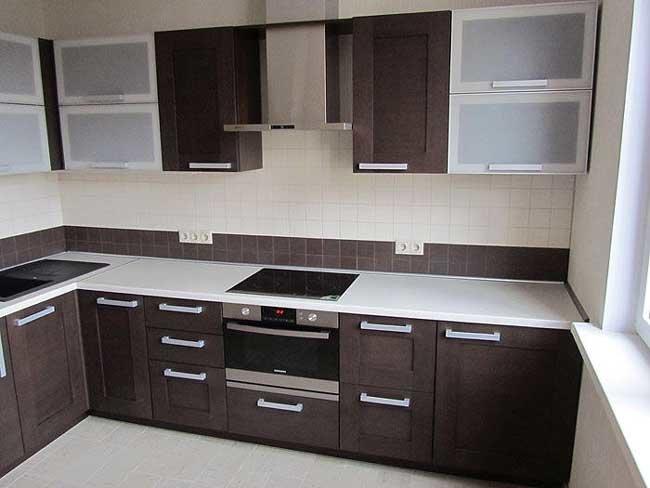 Кухонные гарнитуры венге пользуются огромной популярностью в настоящее время при оформлении интерьеров в кухне