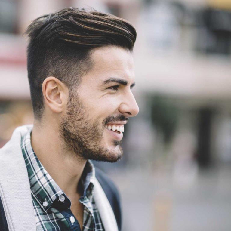 Андреркат не рекомендуют обладателям треугольной формы лица и кудряшек. Идеальная «база» – овальное лицо, густые и прямые волосы.