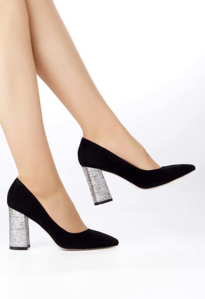cce4c3b6a ... Потрясающие туфли на контрасте черной натуральной замши и серебряной  отделки высокого каблука, который практически не