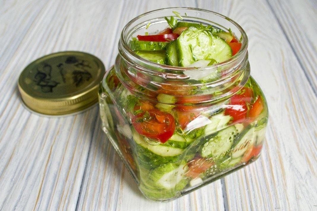 рецепт салата на зиму из огурцов и помидоров и болгарского перца и капусты