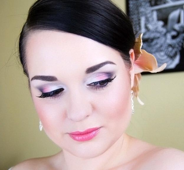Фиолетовые тона в макияже на свадьбу.