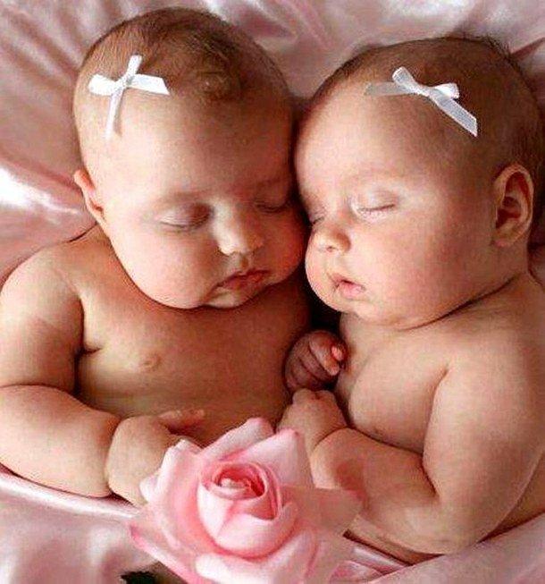 Открытки днем, открытка близняшки