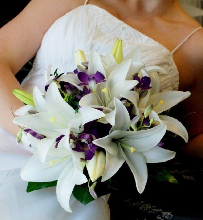 Свадебные букеты из белых лилий, композиции бисера