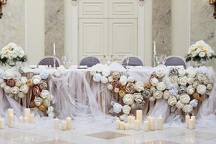При оформлении свадебного зала очень важно найти золотую середину между стилем и роскошью. Не стоит превращать зал в пеструю клумбу, но и оставлять интерьер стандартным довольно скучно и уныло. Чтобы вам было проще определиться с тем, каким вы хотите видеть банкетный зал на свадьбу, мы подготовили несколько интересных идей и советов.