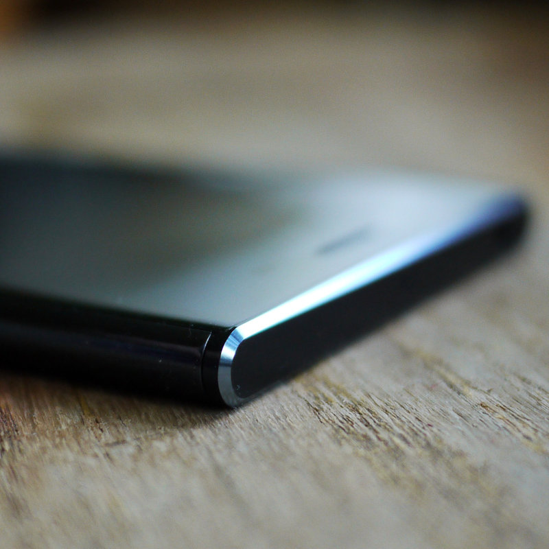 В этом обзоре Sony Xperia XZ Premium выясним, зачем смартфону 4К HDR экран и оправдывает ли такой дисплей, а также сверхзамедленное видео с уникальной камеры, снимающей 960 к/с, цену аппарата в 50 – 55 000 рублей (за эти деньги можно купить Sony Xperia XZ Premium).