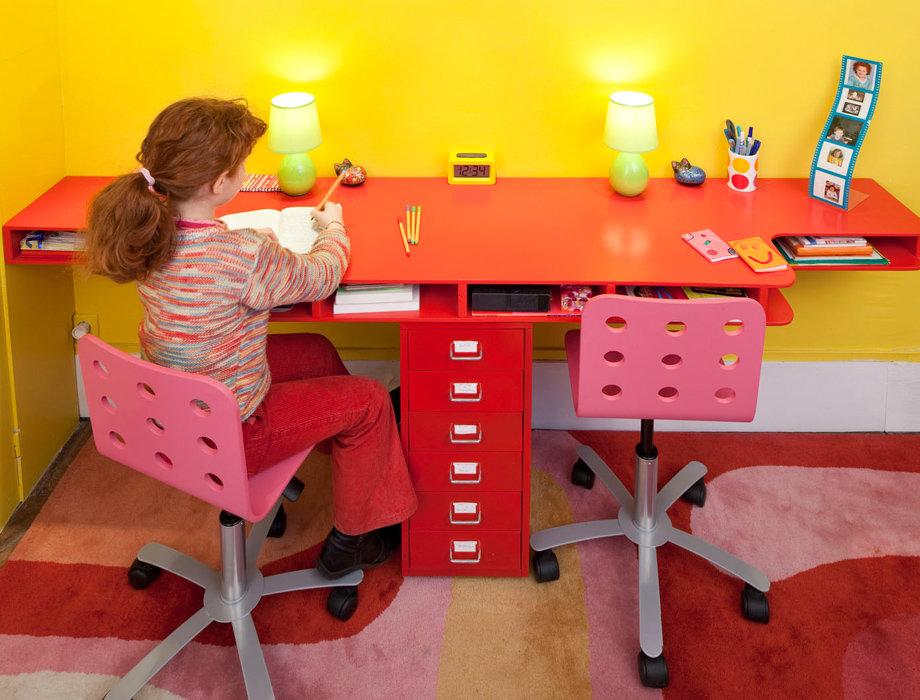 Детский столик для двоих детей