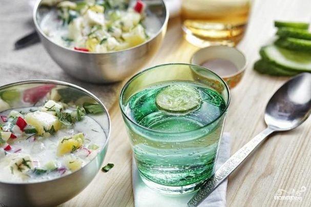 Вегетарианская окрошка - летний холодный суп, без яиц и колбасы. Также эта окрошка готовится не на квасе, а на кефире.
