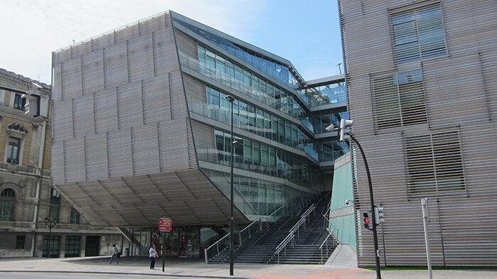 25 выдающихся строений - примеров современной архитектуры, о которых нужно знать. Фото шедевров современной испанской архитектуры.