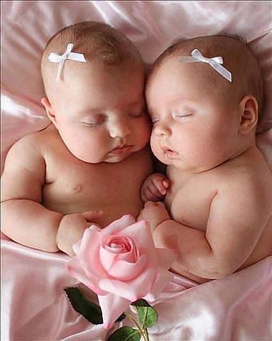 Двойняшки в открытках