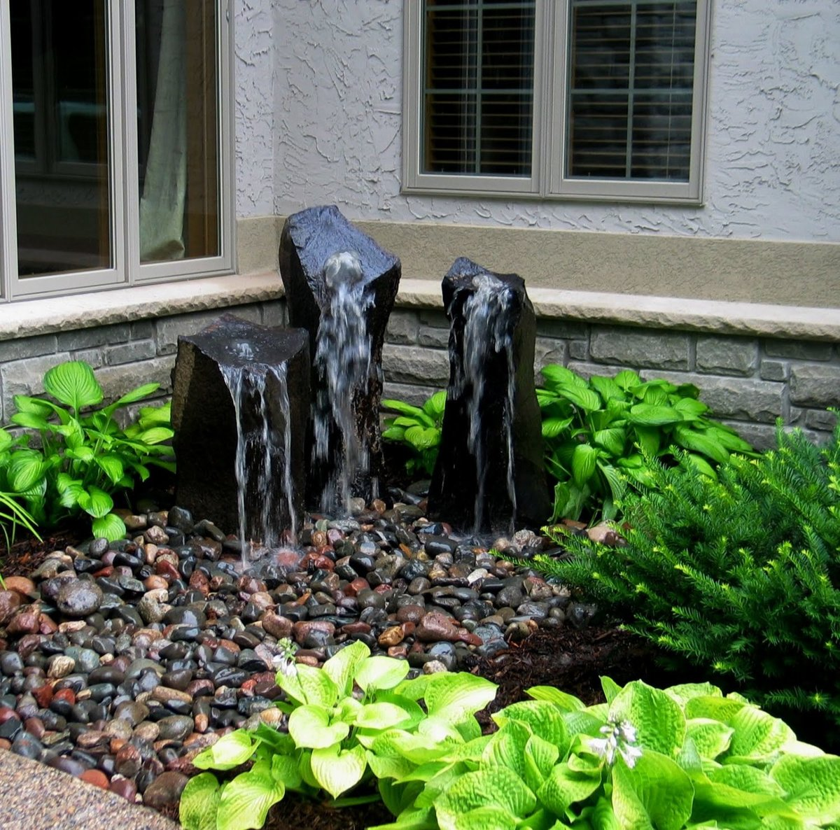 Фото палисадников с фонтанами ландшафтным дизайном