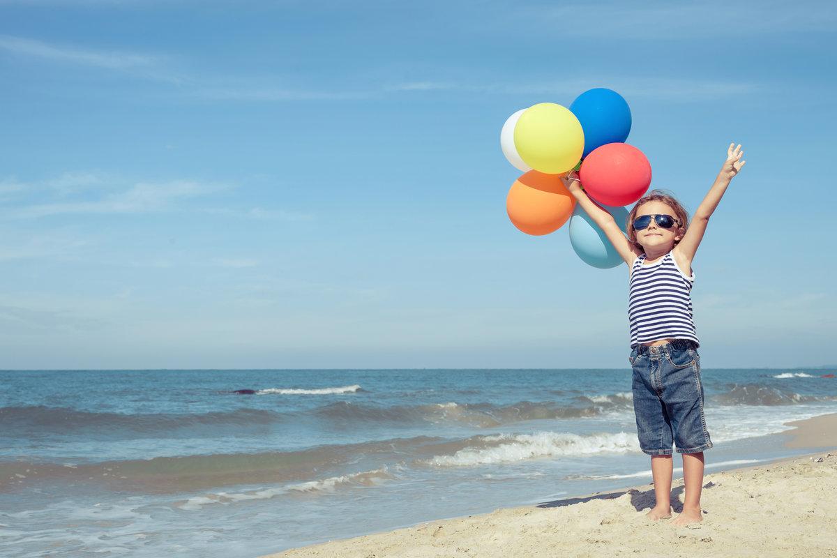 увеличении картинка отпуск с шариками двухэтажных домов