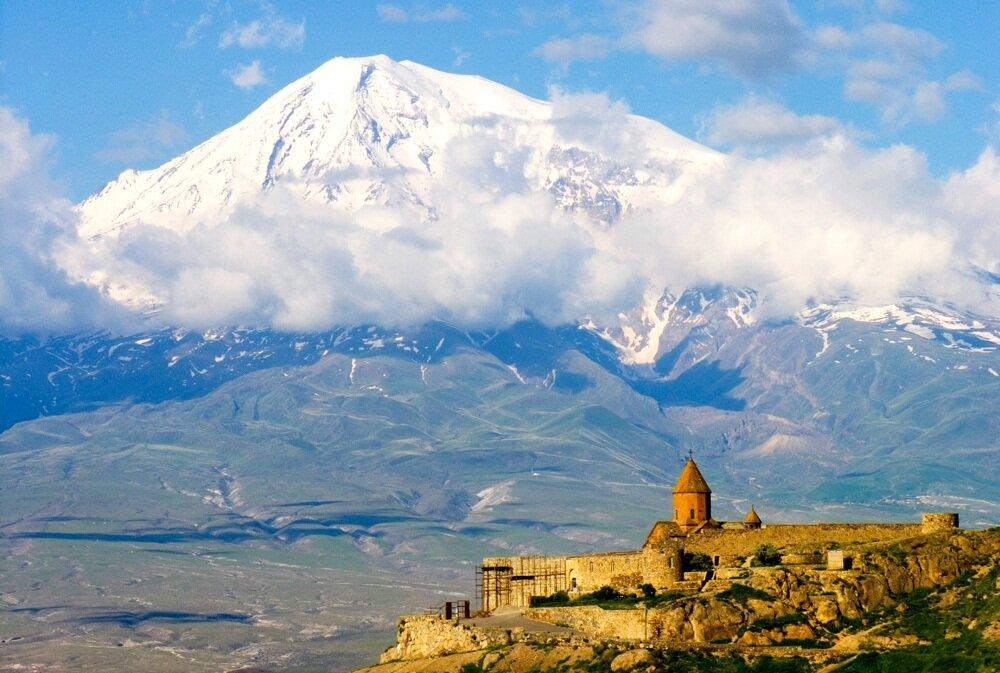9 октября 1829 года совершено первое восхождение на Арарат