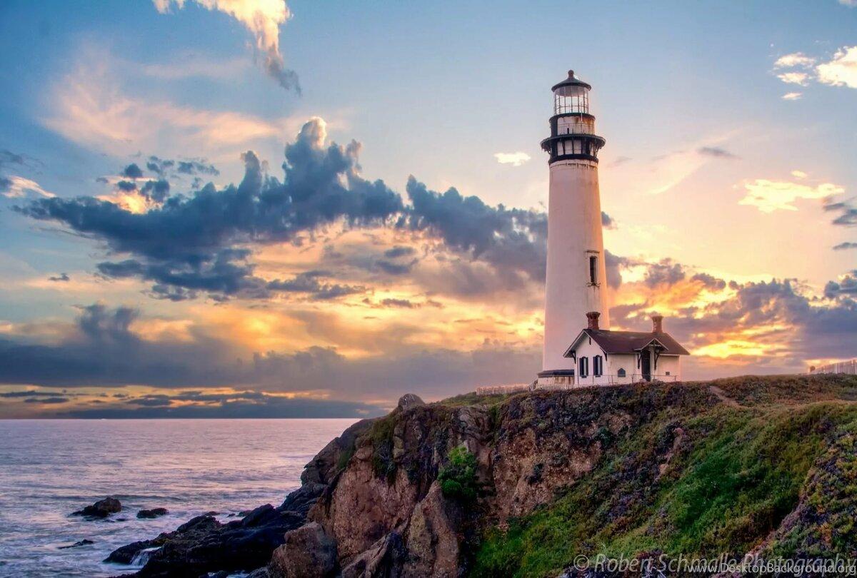 Картинка с маяком и морем