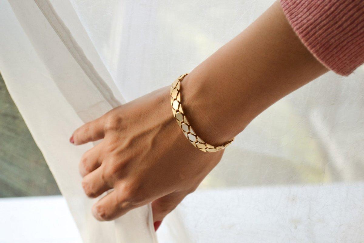 картинки золотых браслетов на руку женские фото роста всяческих