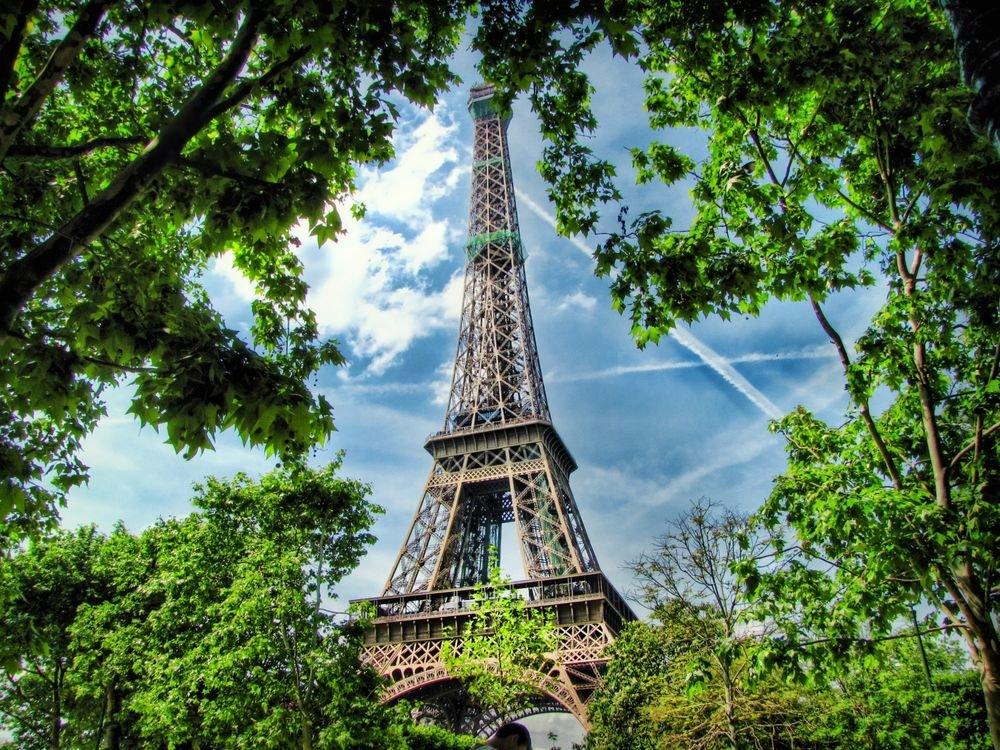 капотный покажи картинку эйфелевой башни если ищите место