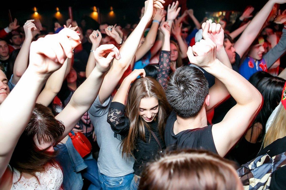 Фото молодежь в клубах озеро сукко
