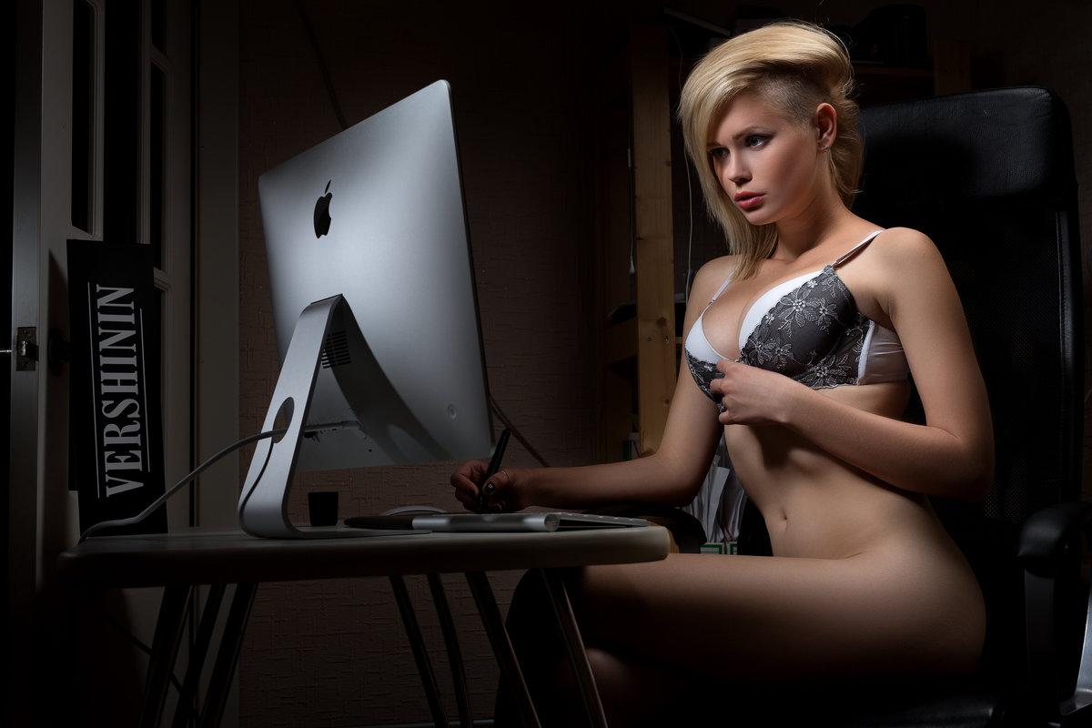 Computer babe naked girls having sex