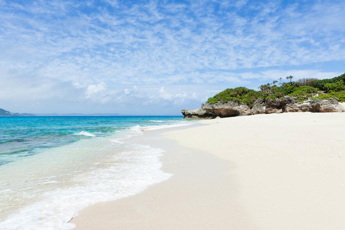 морское побережье с белым песком фото стал