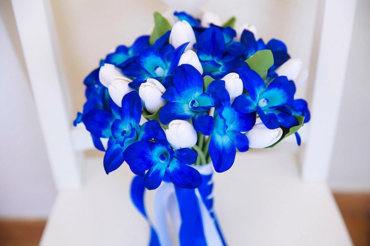 Букет невесты из бело голубых цветов
