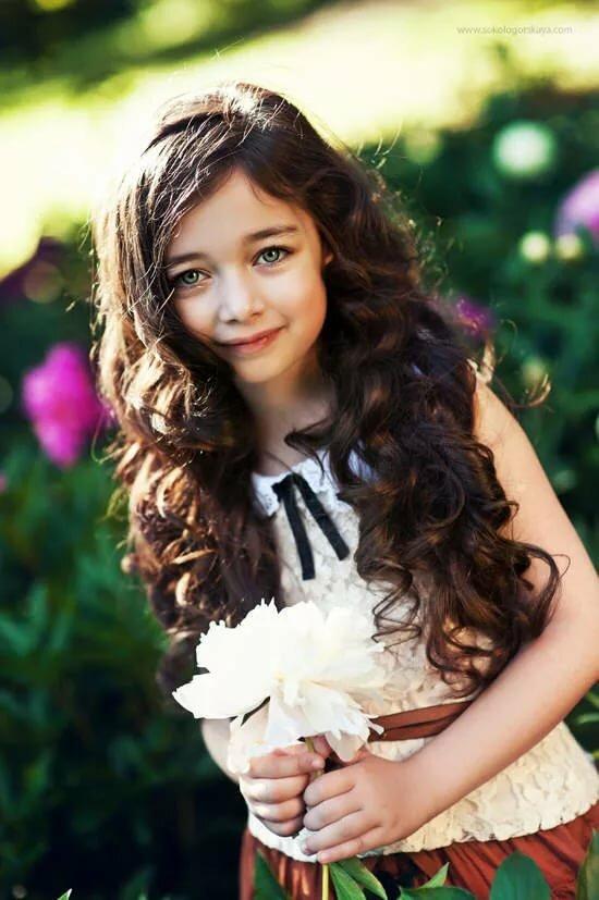 Картинки маленьких девочек с коричневыми волосами